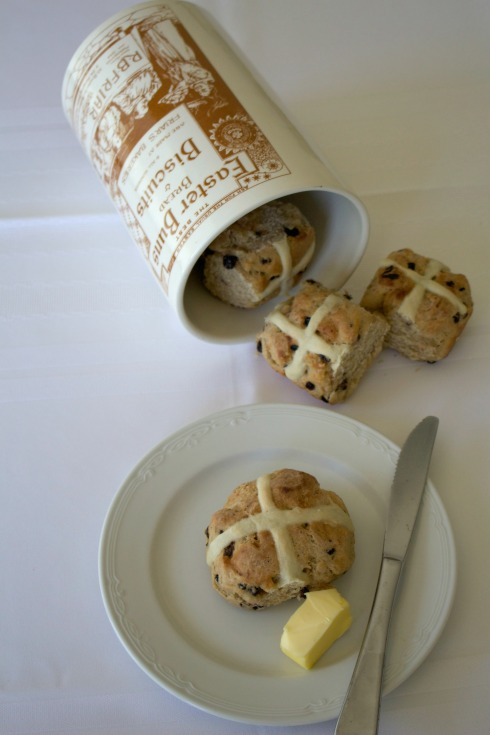 hot cross buns - The Hungry Mum