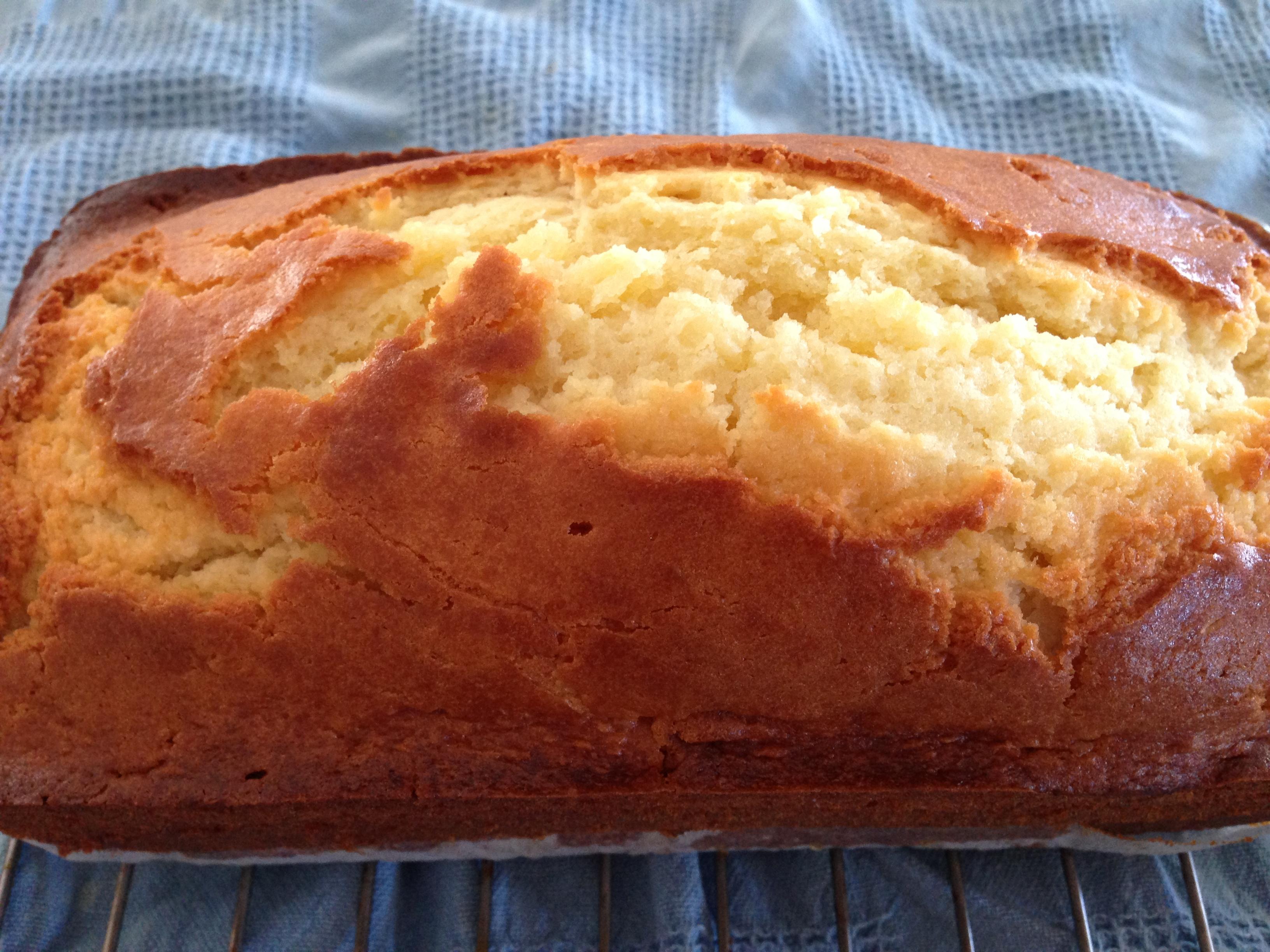 Easy lemon yogurt cake | the hungry mum