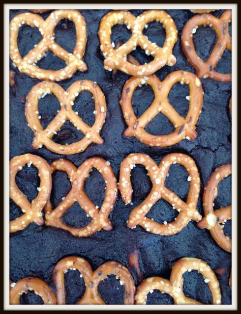 Pretzel chocolate brownie - www.thehungrymum.com