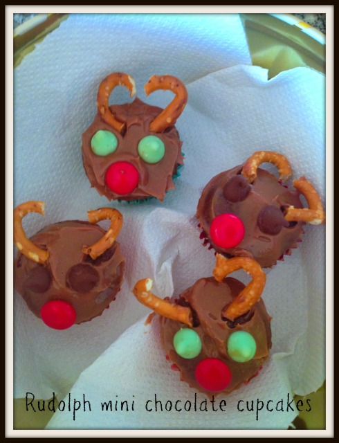rudolph mini chocolate cupcakes