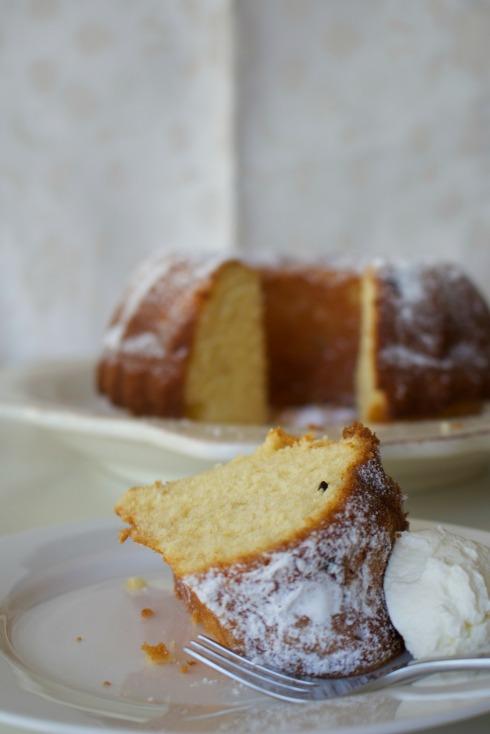 Passionfruit bundt cake