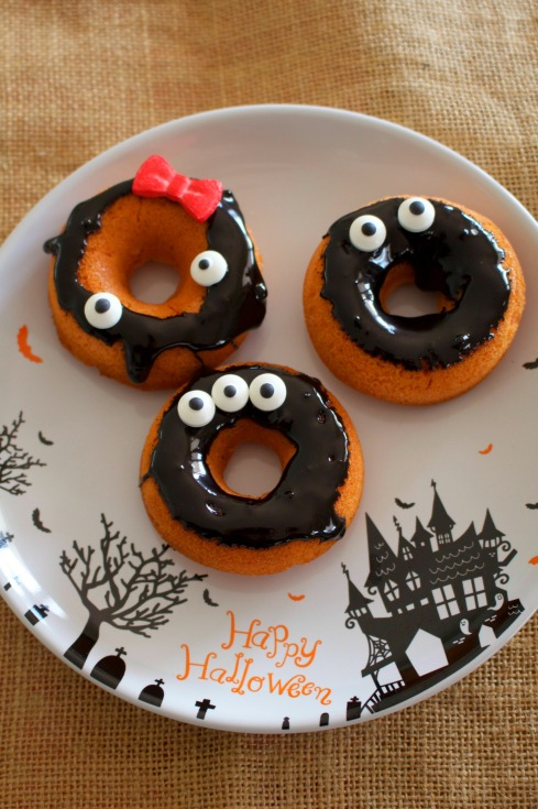 halloween-baked-doughnuts